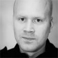 """Började att fota för ett par år sedan. Har nyligen avslutat en 1-årig fotoutbildning """"Nordic school of photography"""" på Berghs i Stockholm. Gillar att fota det mesta, allt från porträtt […]"""