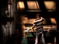 Plötsligt stöter vi på Freddy Krueger nere i verkstaden...